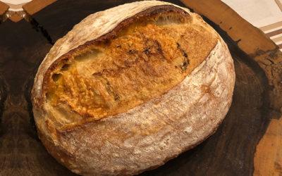 Pão Sourdough com Provolone e Tomilho